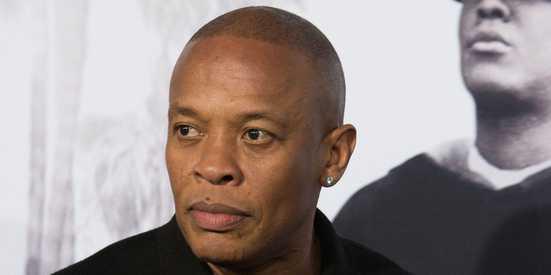 Au cœur d'un divorce explosif, Dr. Dre s'affiche avec une jeune femme en soutien-gorge