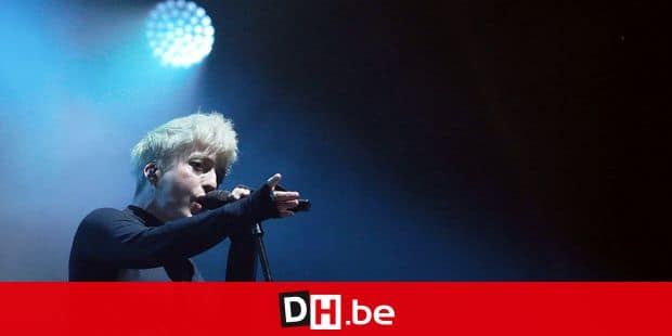 """French singer Jeanne Added performs on stage during the 43th edition of """"Le Printemps de Bourges"""" rock and pop music festival in Bourges on April 19, 2019. (Photo by GUILLAUME SOUVANT / AFP)"""