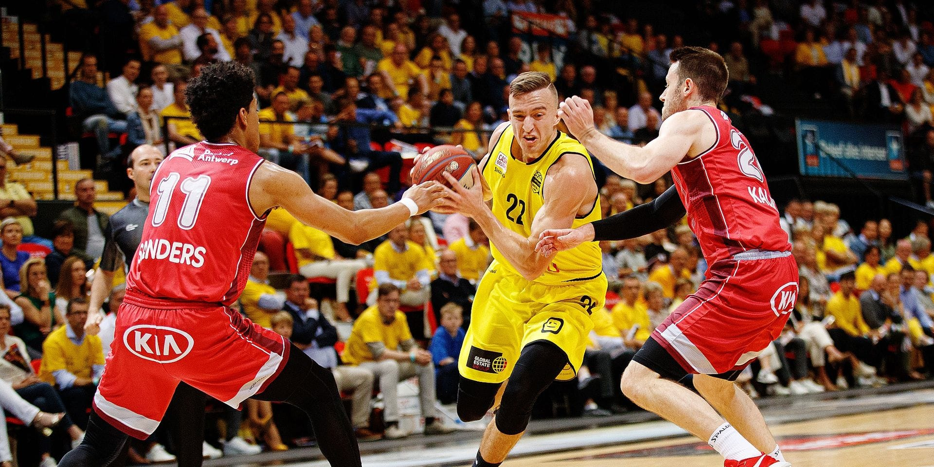 Oostende's Vincent Kesteloot and Antwerp's Dave Dudzinski fight for the ball during the basketball match between BC Oostende and Antwerp Giants, Sunday 09 June 2019 in Oostende, the second game of a possible 5 in the finals of the playoffs of the 'EuroMillions League' Belgian first division basket competition. BELGA PHOTO KURT DESPLENTER