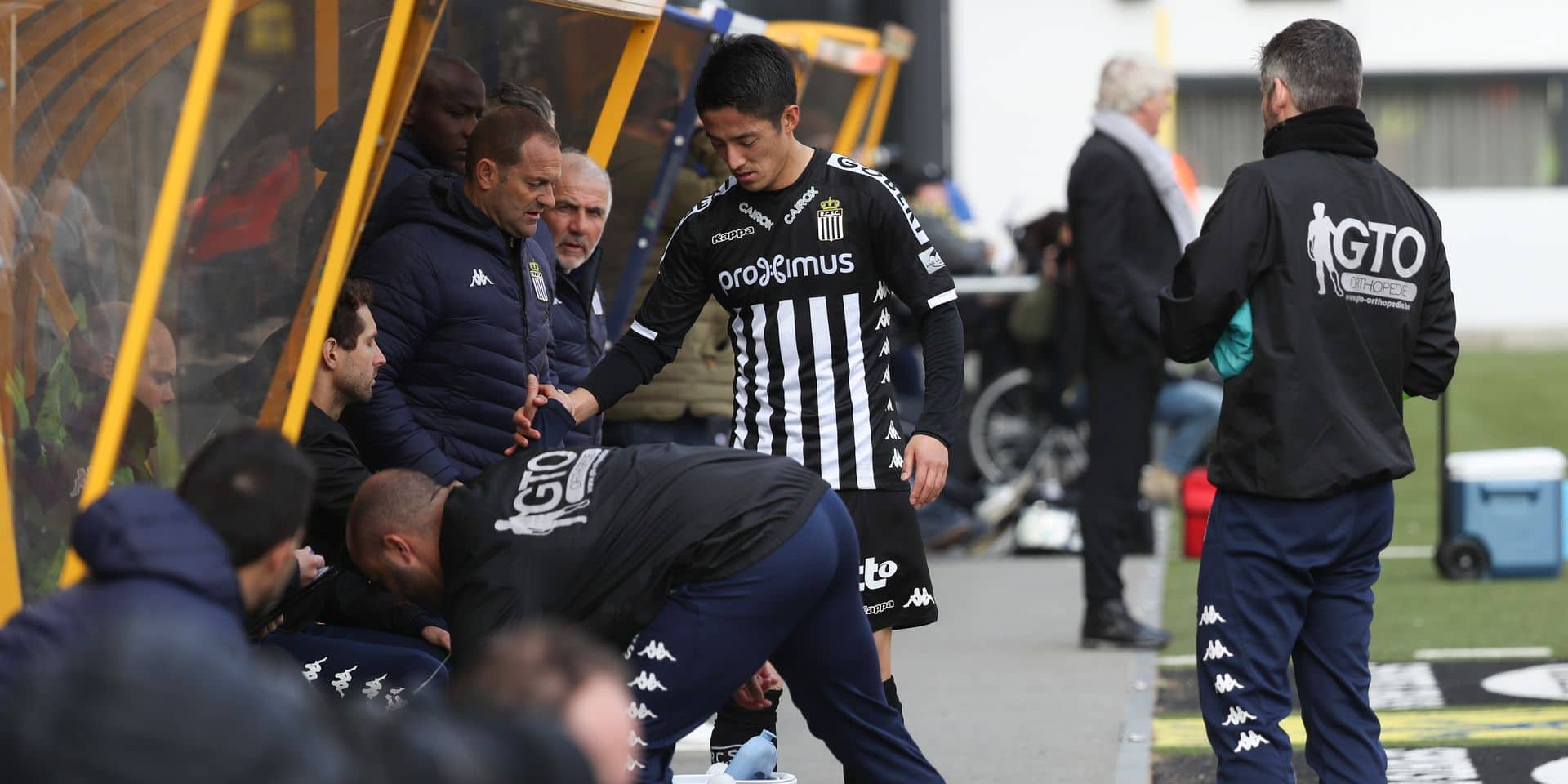 Charleroi's Ryota Morioka leaves the pitch after being injured during a soccer match between STVV and Charleroi, Sunday 31 March 2019 in Sint-Truiden, on day 1 (out of 10) in group A of the Play-off 2 of the 'Jupiler Pro League' Belgian soccer championship. BELGA PHOTO VIRGINIE LEFOUR