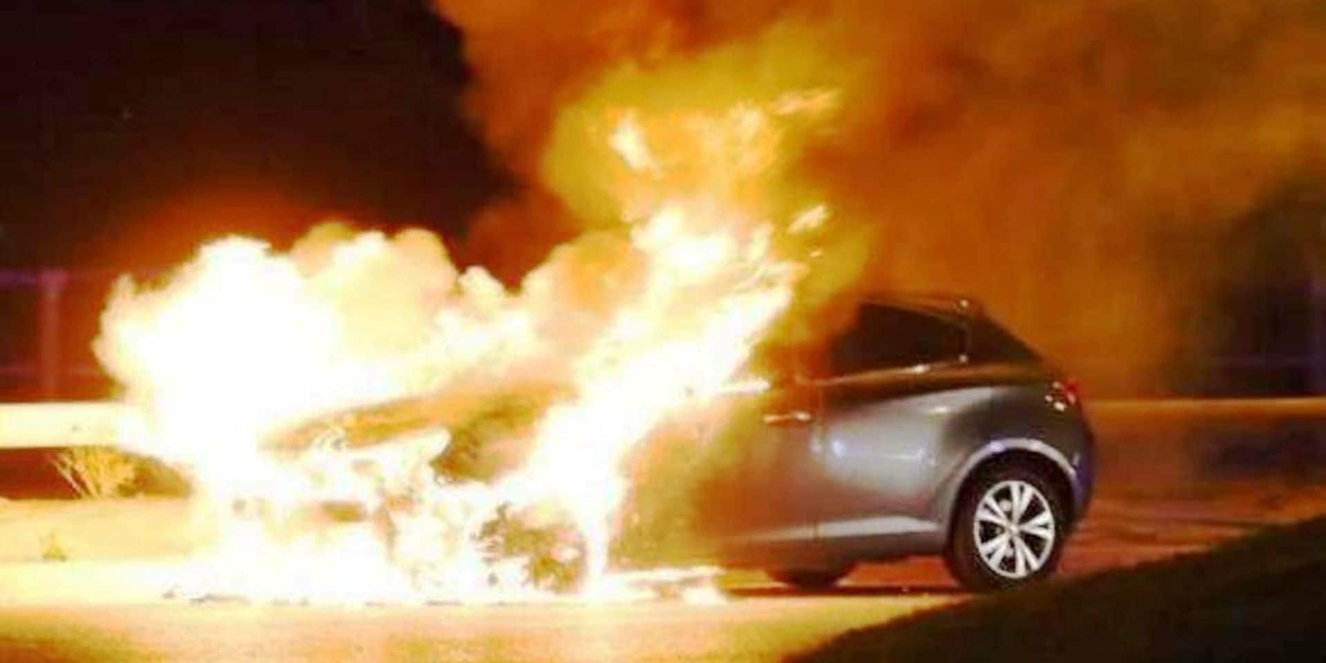 Houffalize : un véhicule en feu sur l'autoroute E 25