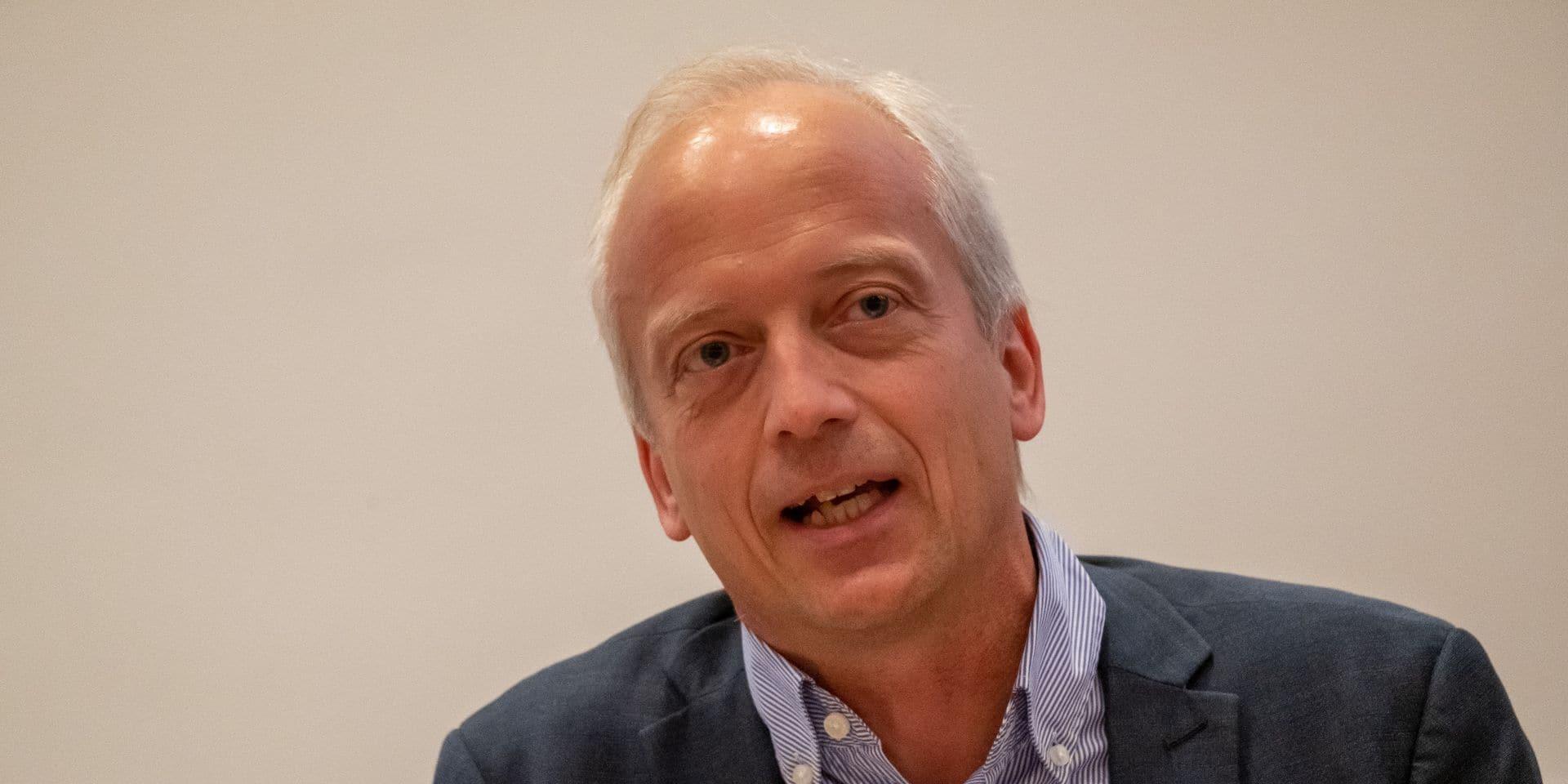"""Yves Coppieters pense au moral de la population et prône la réouverture de certains secteurs: """"La situation devient intenable"""""""