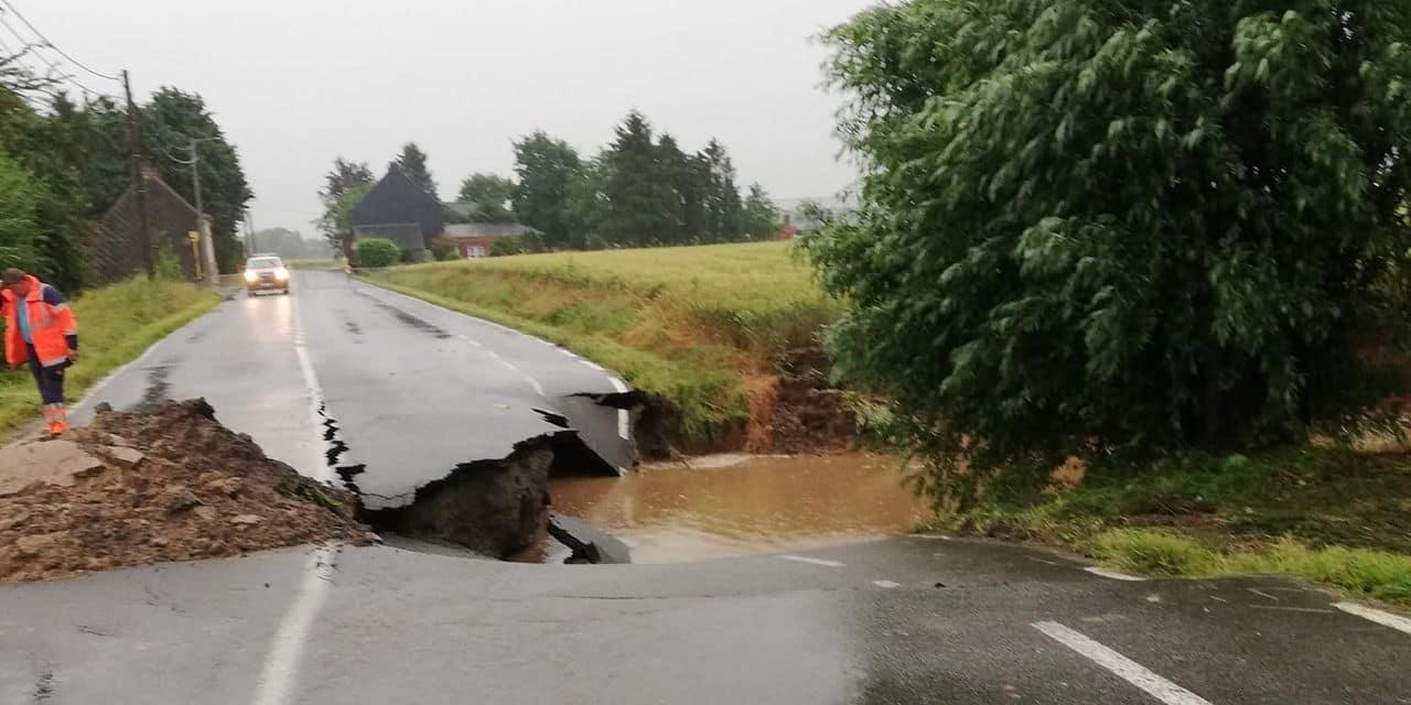 Les fortes pluies entraînent un effondrement de chaussée de plusieurs mètres à Neufvilles