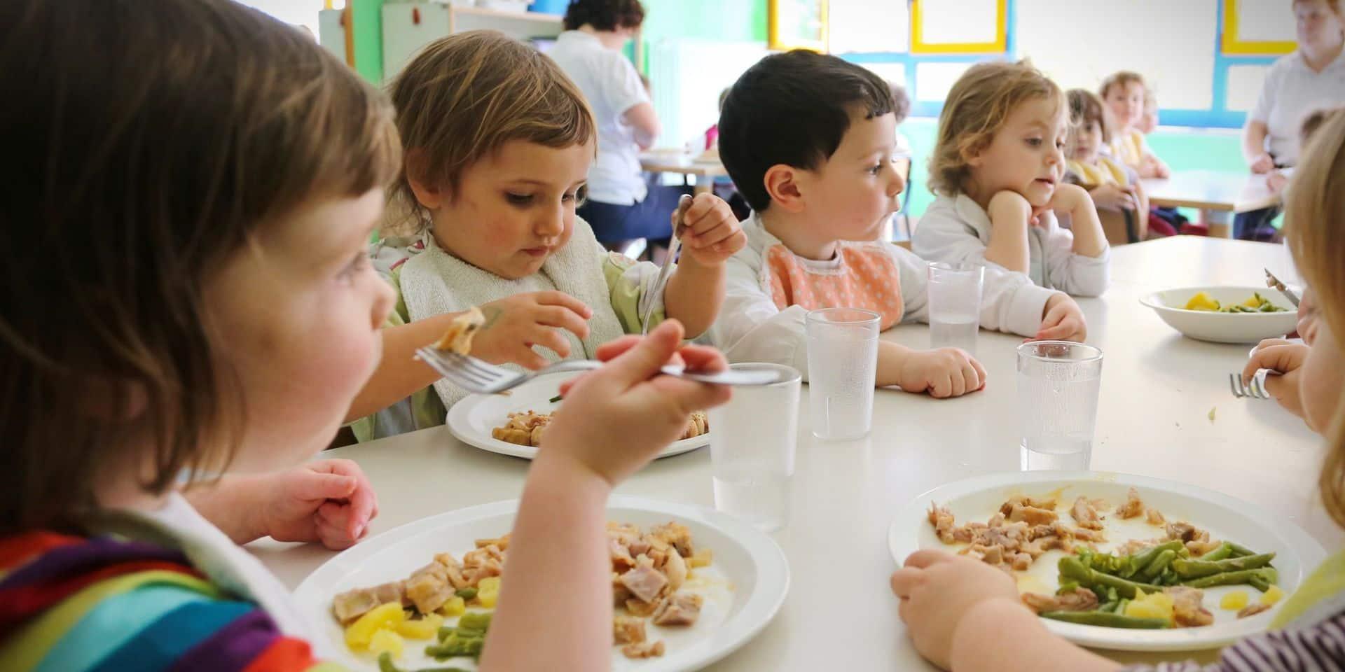 """Un an sans repas chauds le midi dans nos écoles: """"De vraies conséquences sur la santé des élèves"""""""