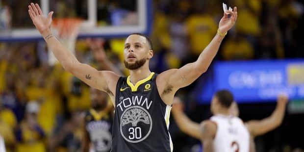 241cc05208c6 NBA Finals Game 2  Le Débrief du coup de chaud de Curry qui mène ...