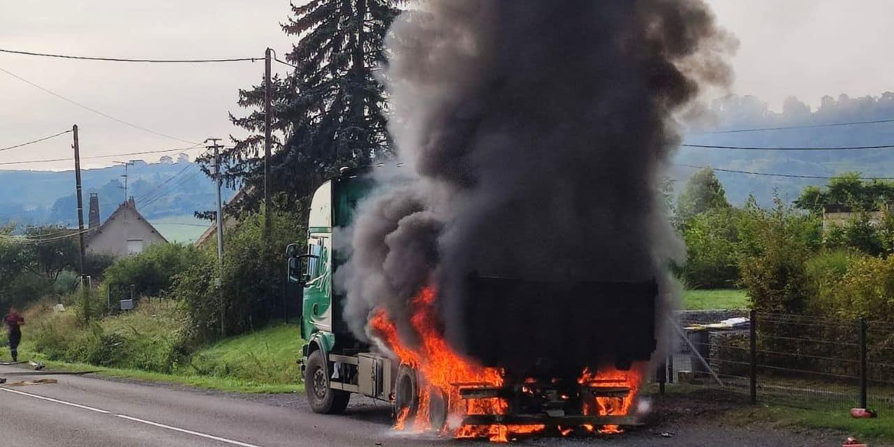 Impressionnant feu de camion à Agimont