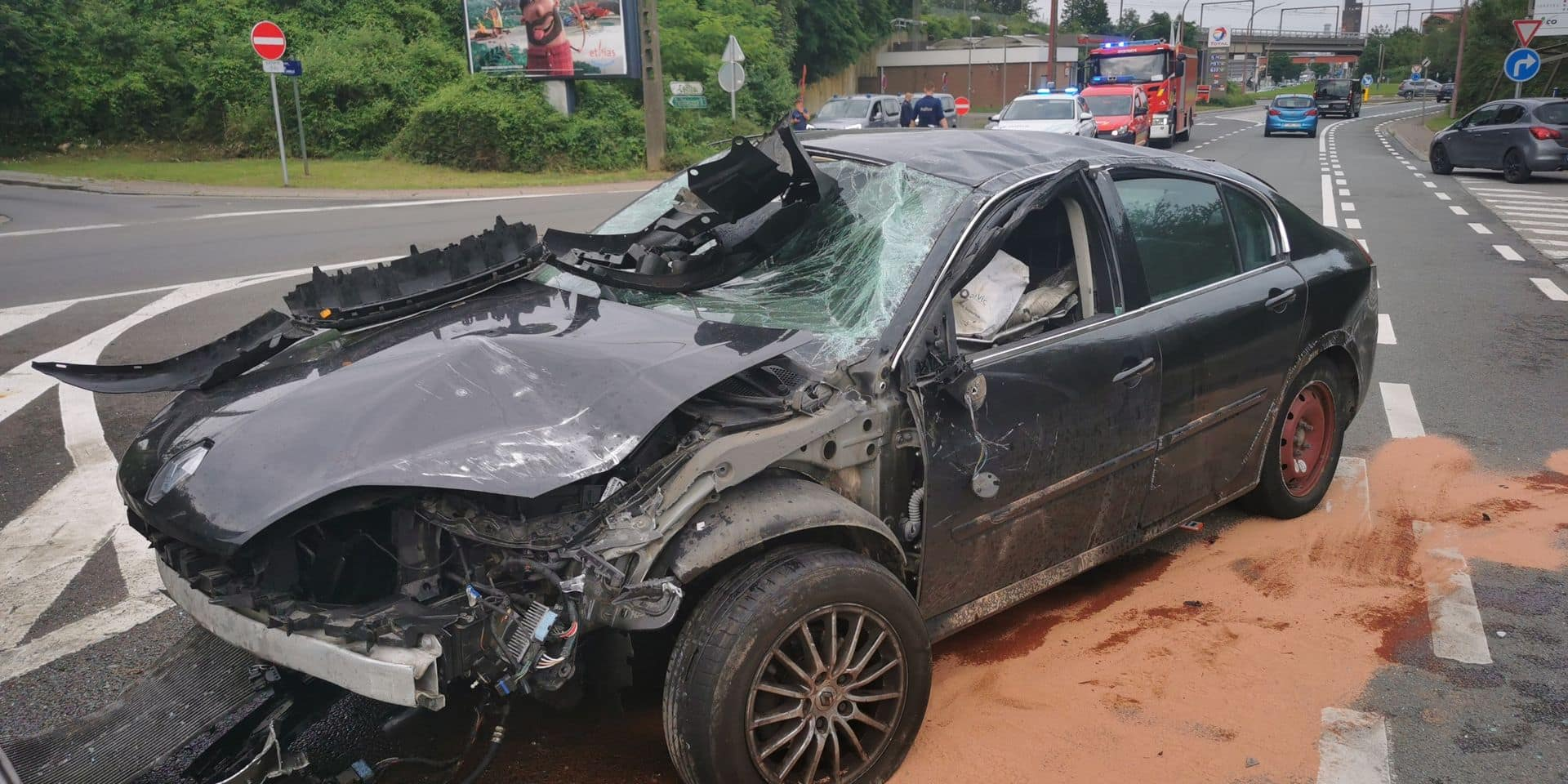 Un blessé dans une voiture qui a fait un tonneau sur la route de Mons