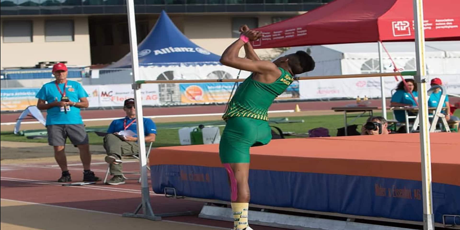Un jeune athlète unijambiste réalise un saut en hauteur grandiose (VIDEO)