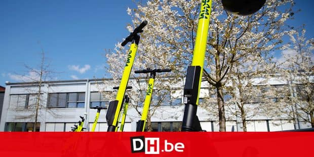 16 April 2019, Hamburg: E-scooters from hive will be on display at a press conference at the DESY research centre in Bahrenfeld. Hive, the international e-scooter rental company, is starting a test run in Hamburg before the approval of electric scooters on German roads, which is expected shortly. Hive is part of the mobility joint venture between BMW and Daimler. Photo: Christian Charisius/dpa Reporters / DPA