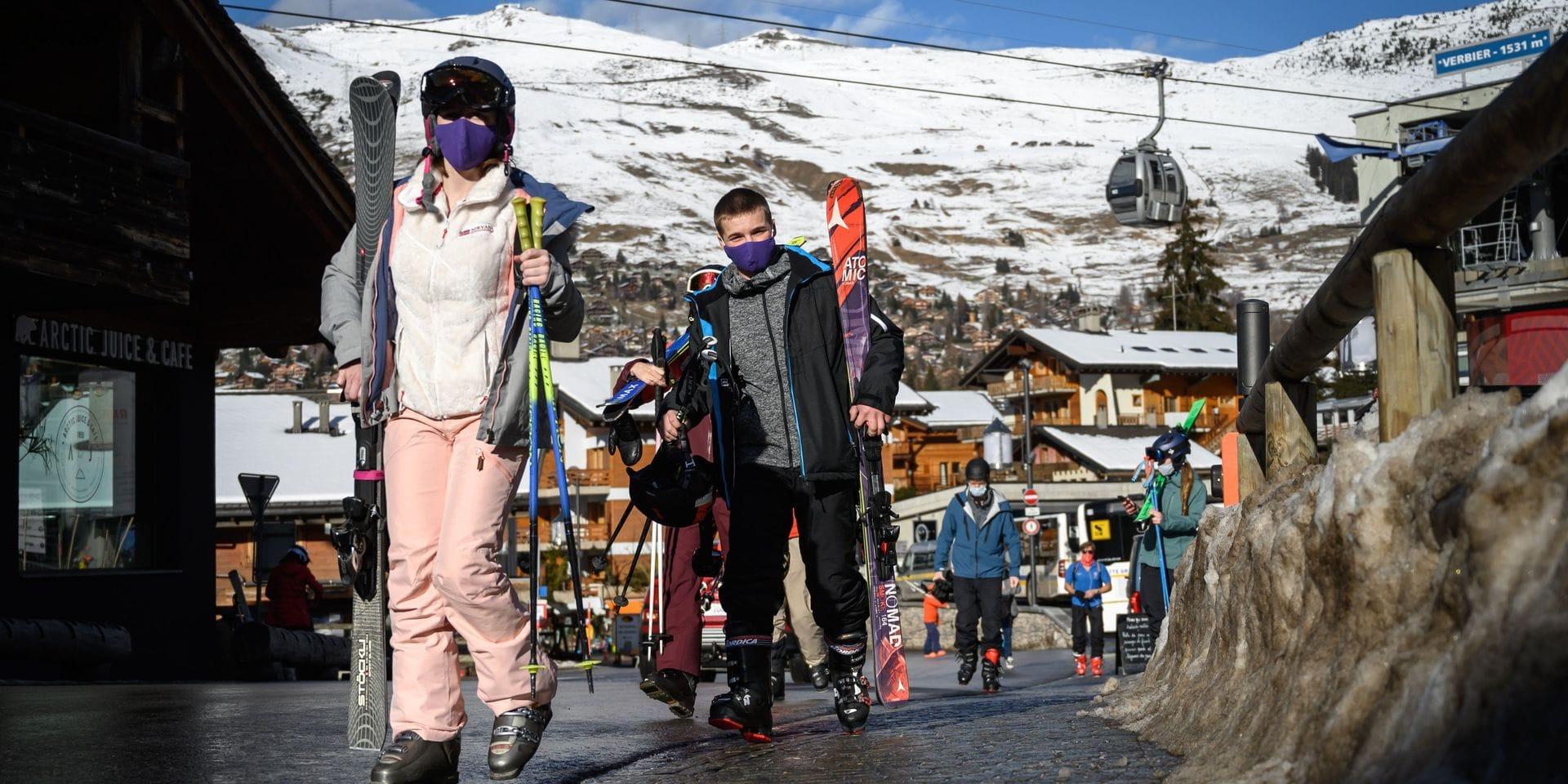 """Les skieurs belges qui se sont rabattus vers la Suisse pointés du doigt : """"Pourtant, les touristes belges sont respectueux des mesures sanitaires"""""""