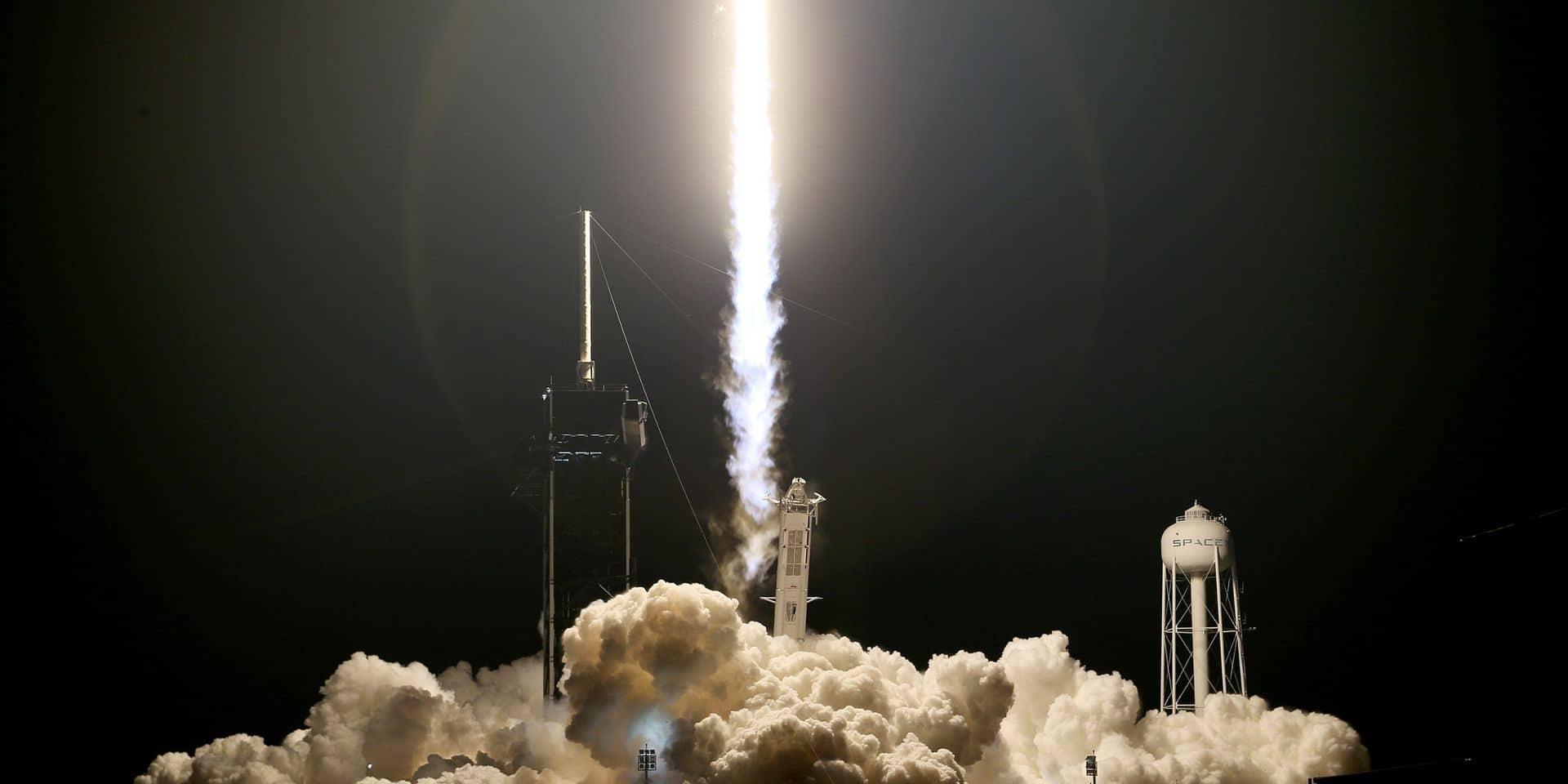 """Les touristes spatiaux américains """"heureux"""" et """"en bonne santé"""", assure SpaceX"""