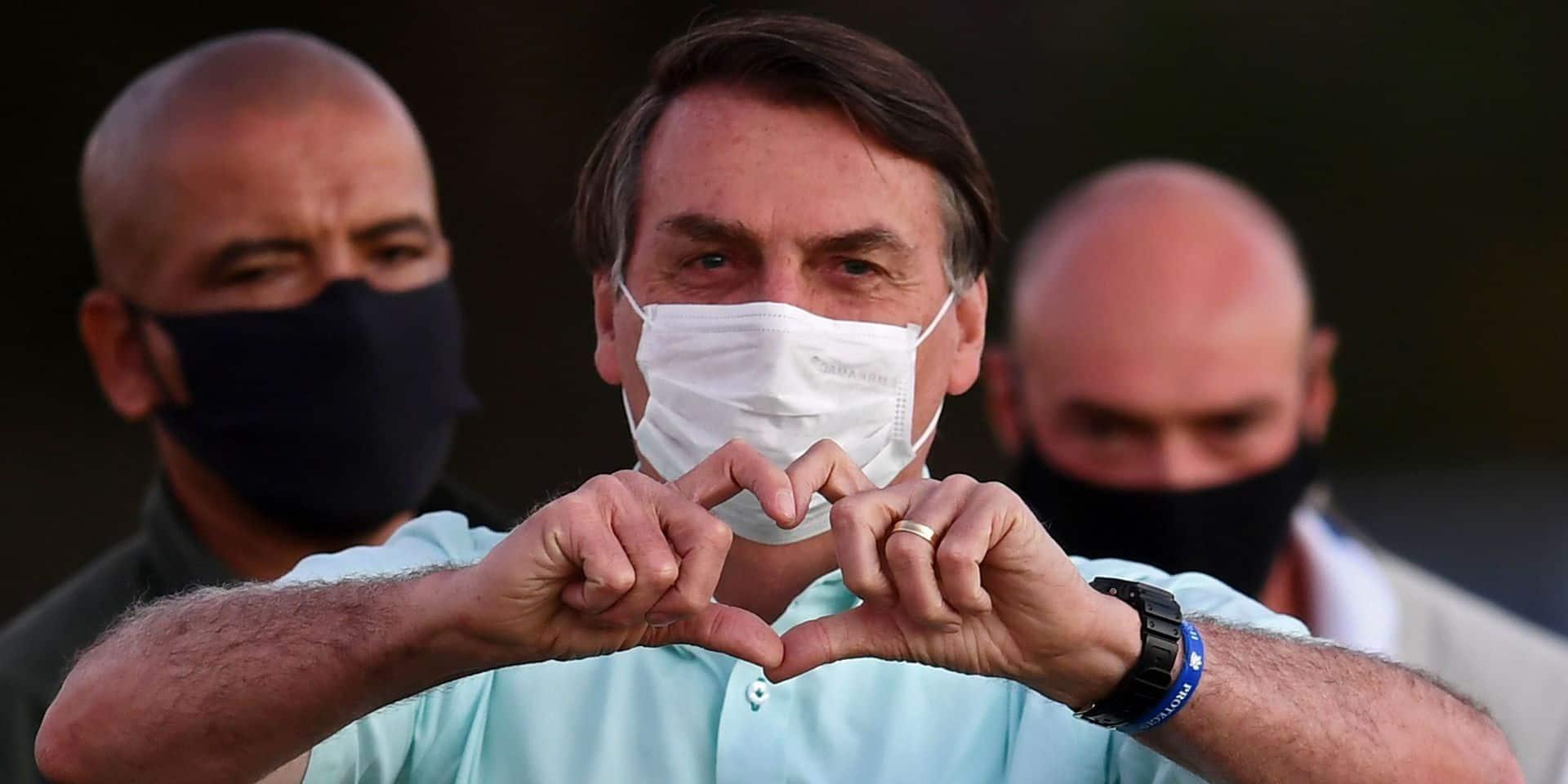Alors que le Brésil dépasse le cap des 100.000 morts liés au coronavirus, Bolsonaro célèbre une victoire de son équipe de foot préférée