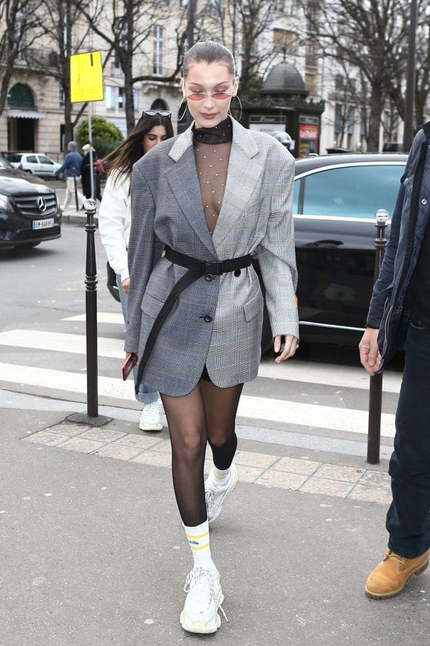 Baskets blanches et chaussettes hautes. Toujours tendance Bella. Le 17 janvier.