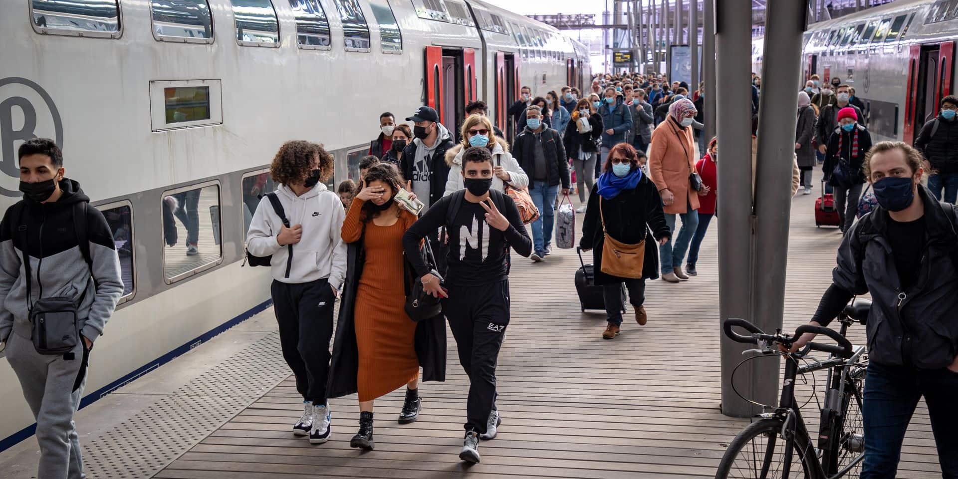 """Pour éviter la cohue dans les gares de la Côte, la SNCB limite ses trains: """"Préférez les autres destinations"""""""