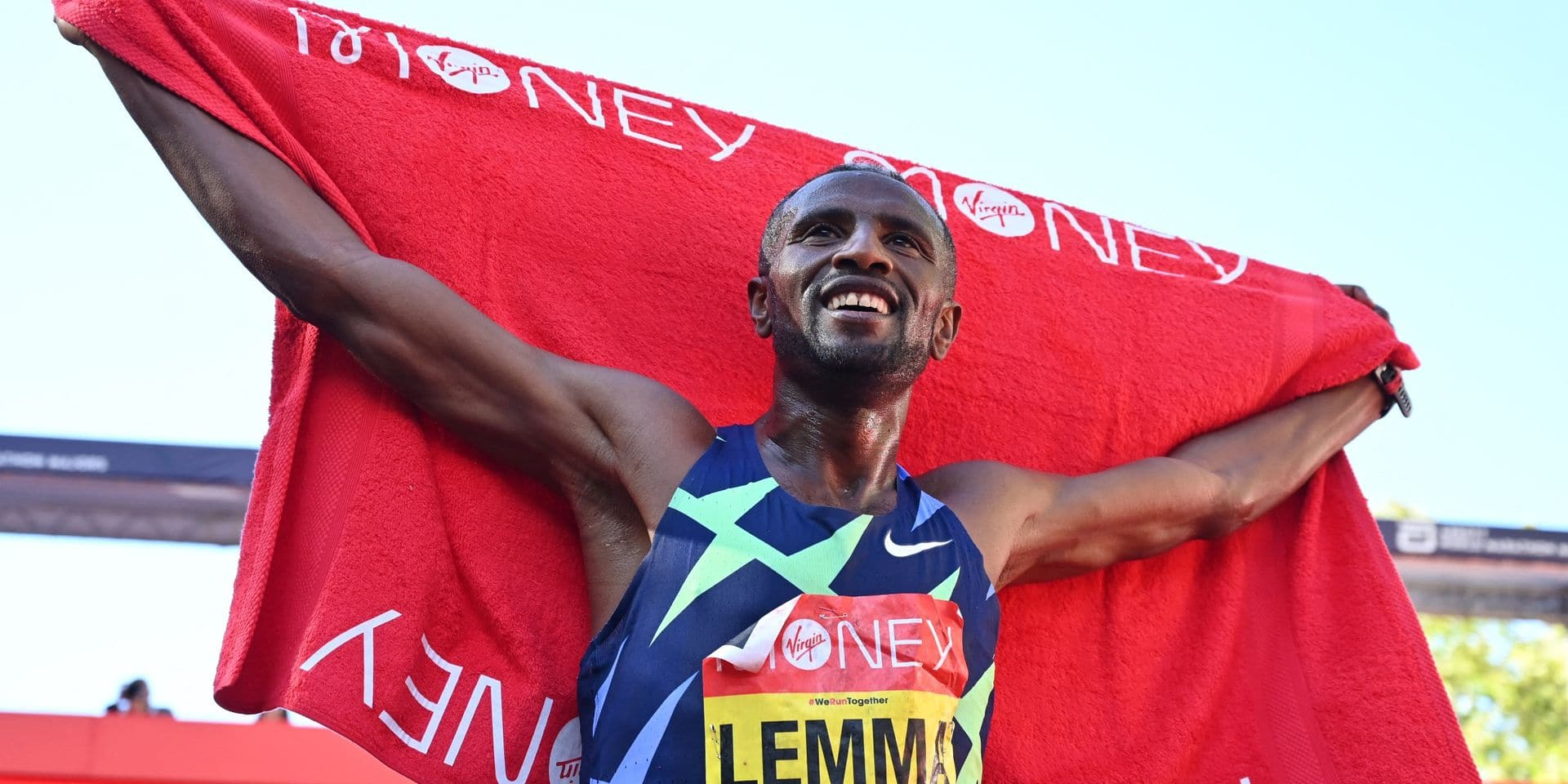 Pour deux secondes, le vainqueur du marathon de Londres passe à côté de 25 000 dollars