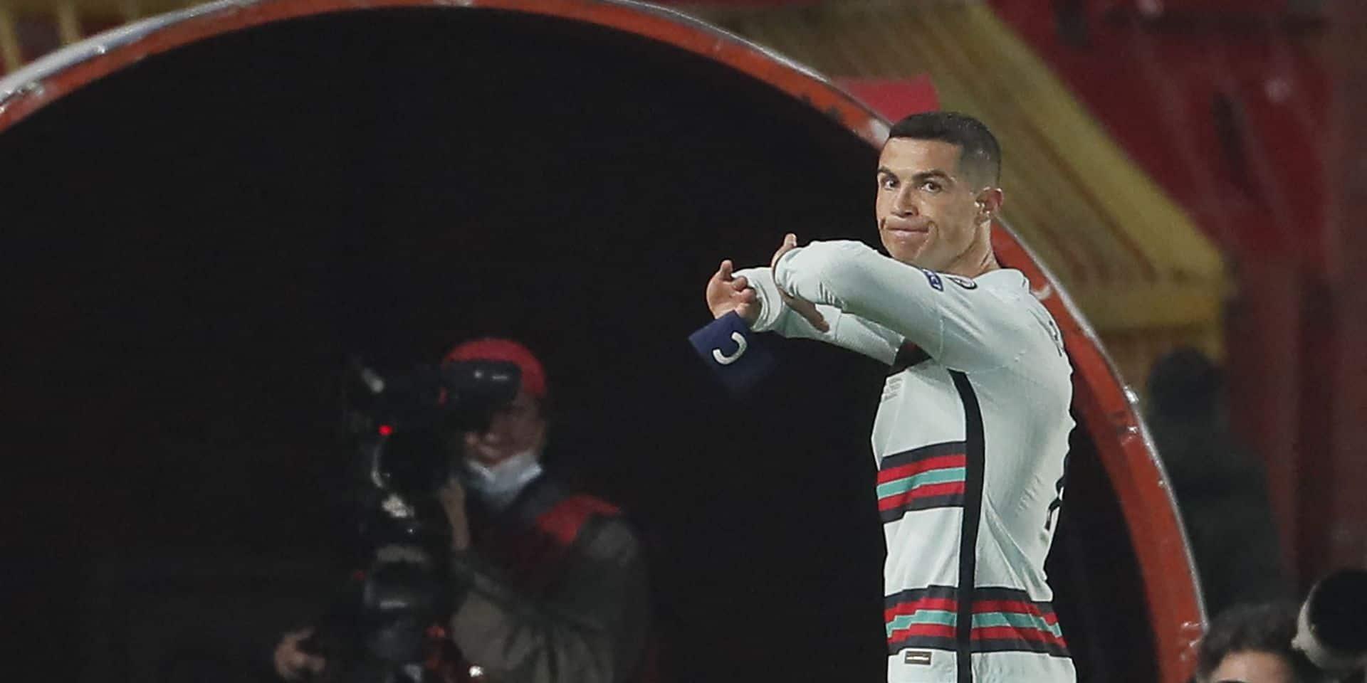 Le brassard que Ronaldo a jeté par colère vendu 64.000 euros pour aider un enfant malade