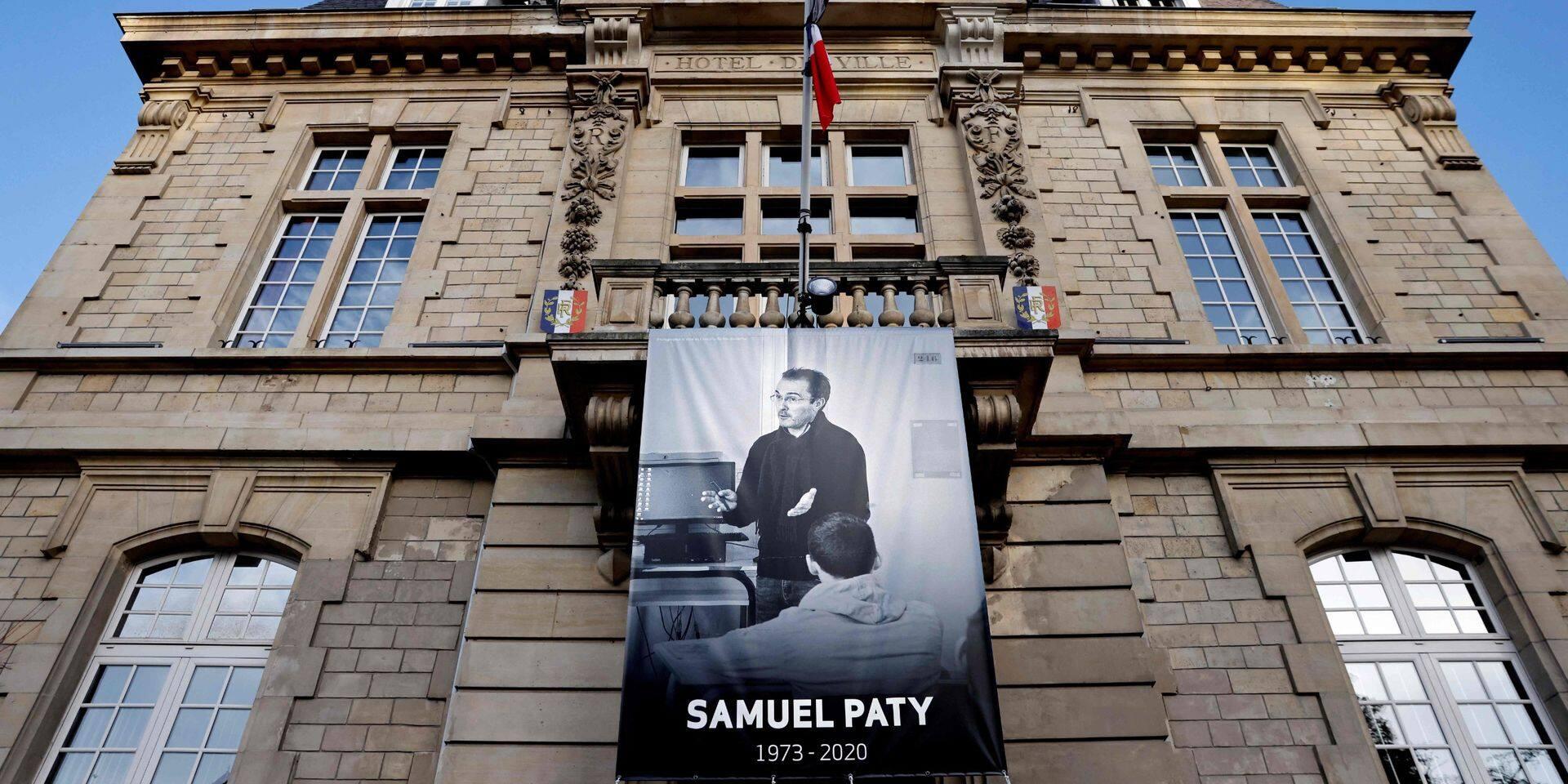 """Un an après l'assassinat du professeur Samuel Paty, la tension reste vive en France: """"Sa mort nous hante"""""""