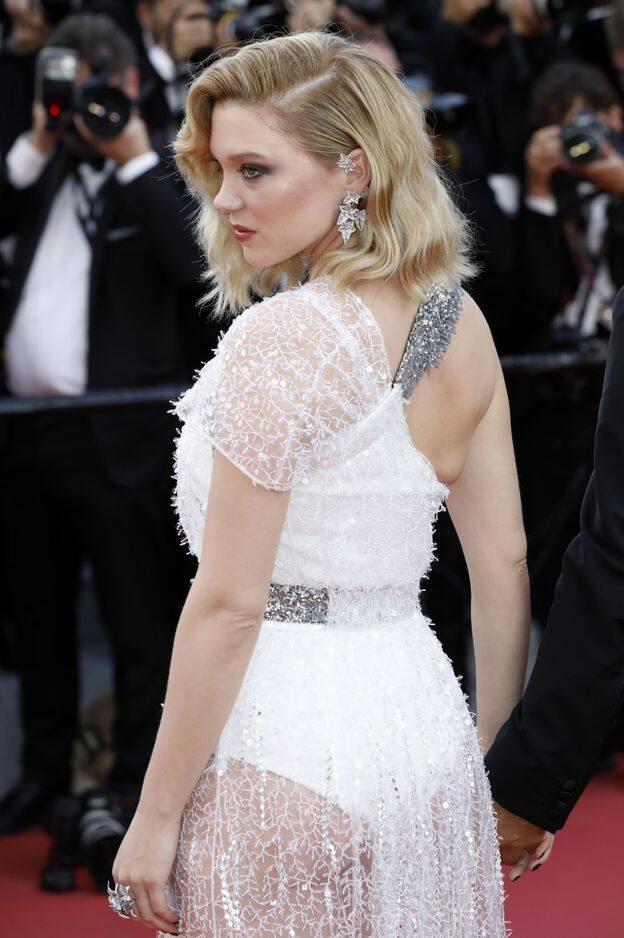 Léa Seydoux dans une robe Louis Vuitton lors de l'ouverture du festival de Cannes. L'actrice porte des bijoux de la Maison Boucheron.