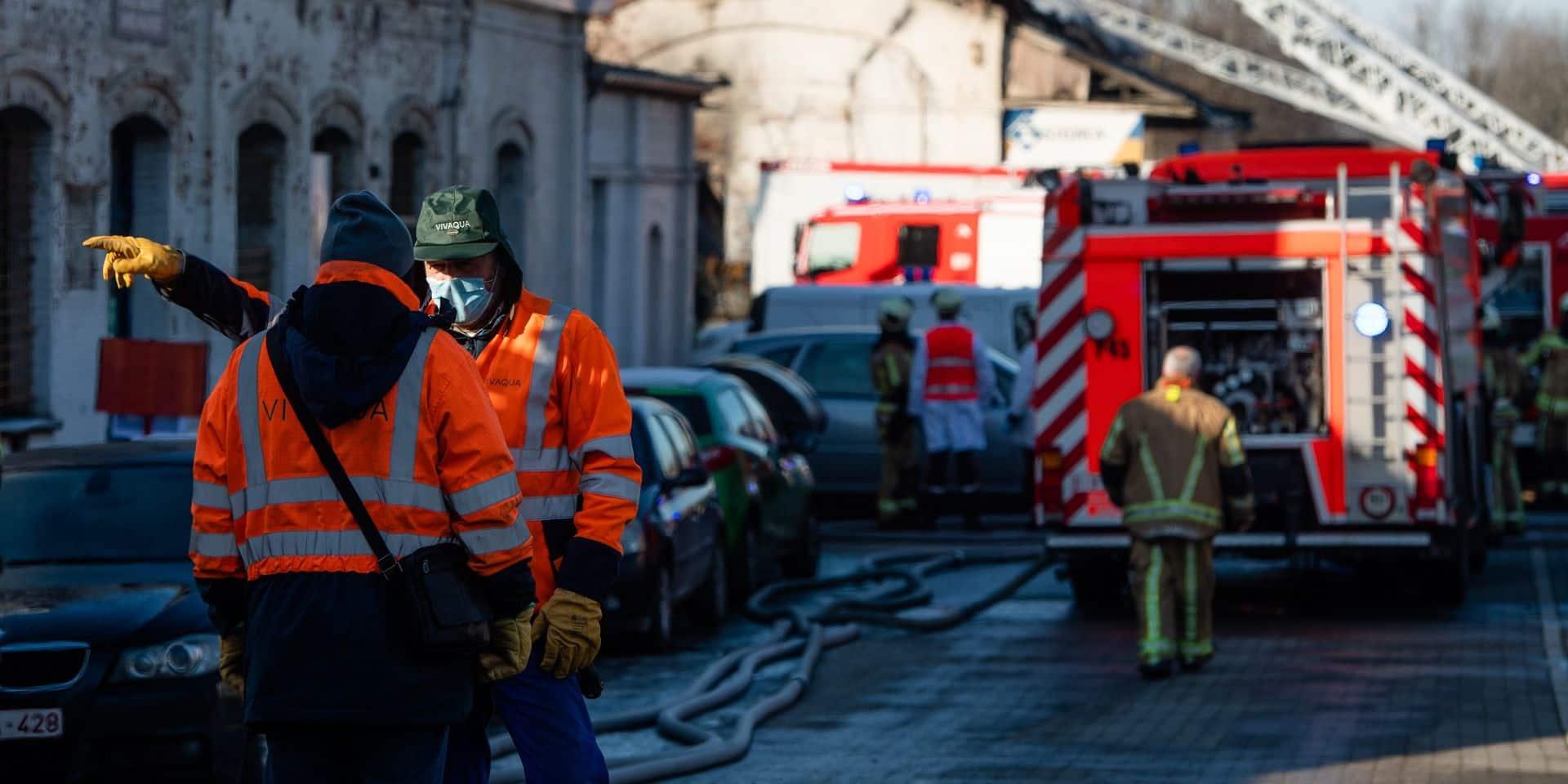 Une maison détruite à la suite d'un incendie à Laeken, deux squatteurs évacués