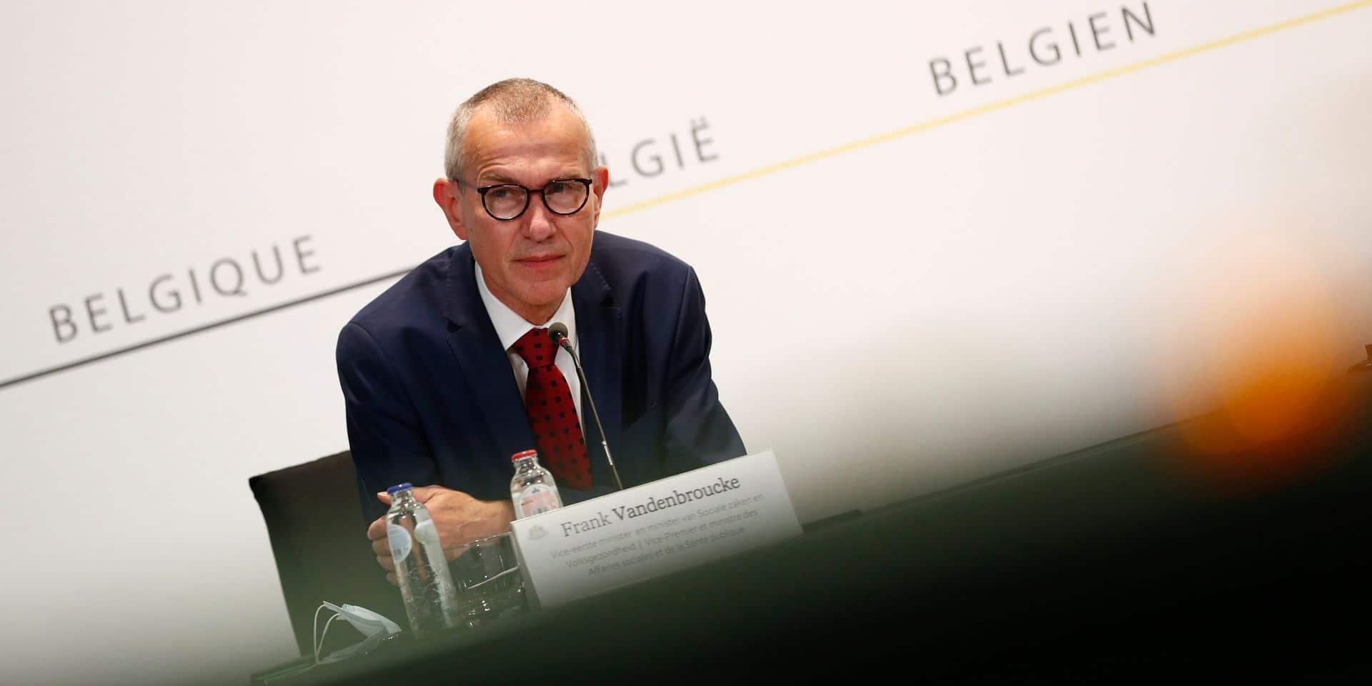 Probablement trois semaines de retard pour la campagne de vaccination en Belgique : des lots de vaccins doivent être détruits