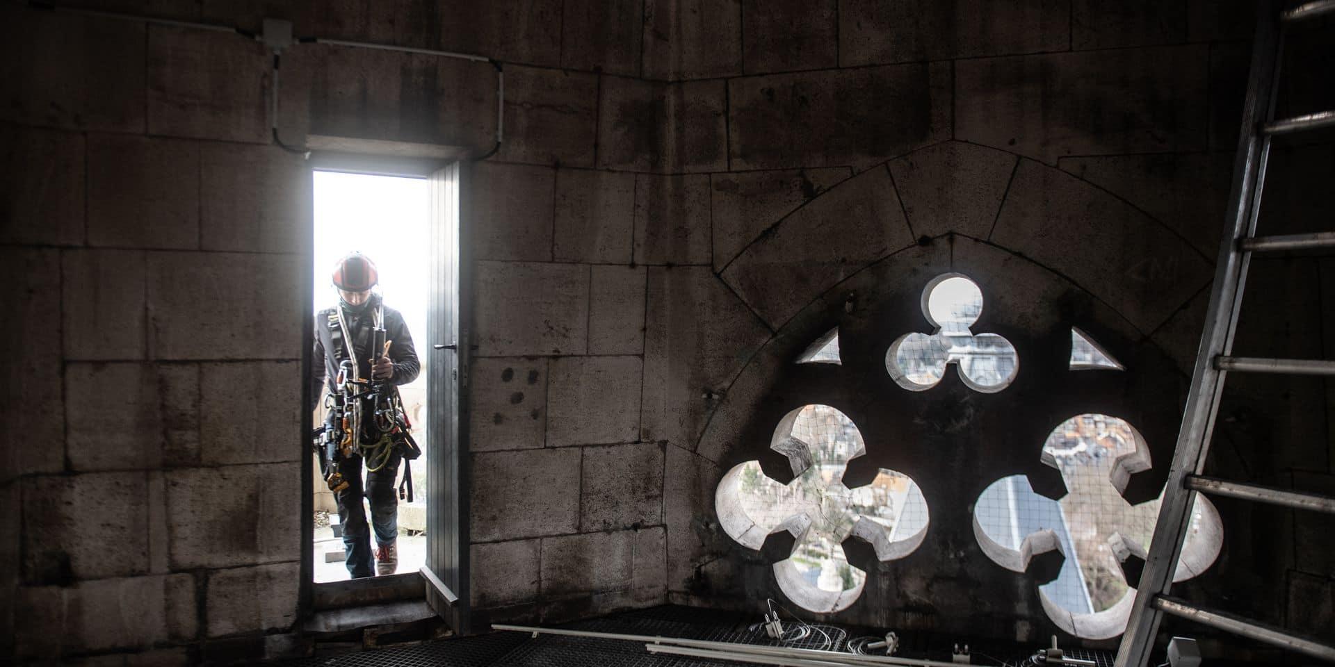 Bruxelles - Eglise Notre-Dame de Laeken - Neo Gothique: Visite du chantier Beliris d'illulination de la facade de l'edifice en presence de Karine Lalieux (PS) : ministre des Pensions et de l'Intégration sociale, chargée des Personnes handicapées, de