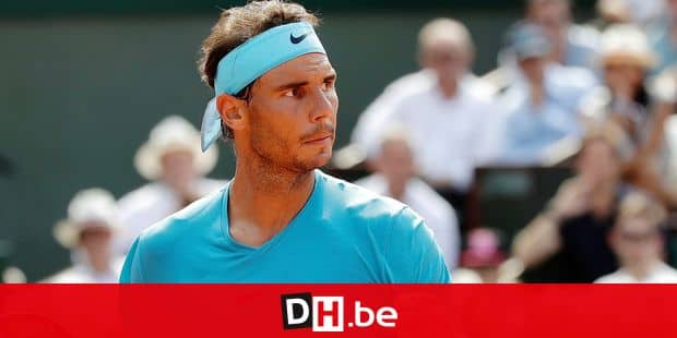 Spain's Rafael Nadal clenches his fist as he plays Argentina's Juan Martin Del Potro during their semifinal match of the French Open tennis tournament at the Roland Garros stadium, Friday, June 8, 2018 in Paris. (AP Photo/Alessandra Tarantino)
