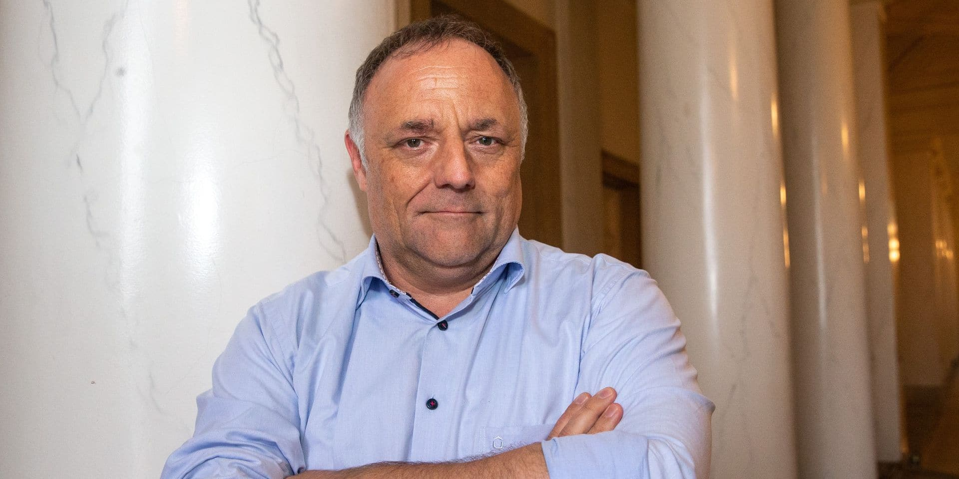 """A bientôt 56 ans, Marc Van Ranst se fait injecter le vaccin AstraZeneca: """"Il est très sûr et très efficace"""""""