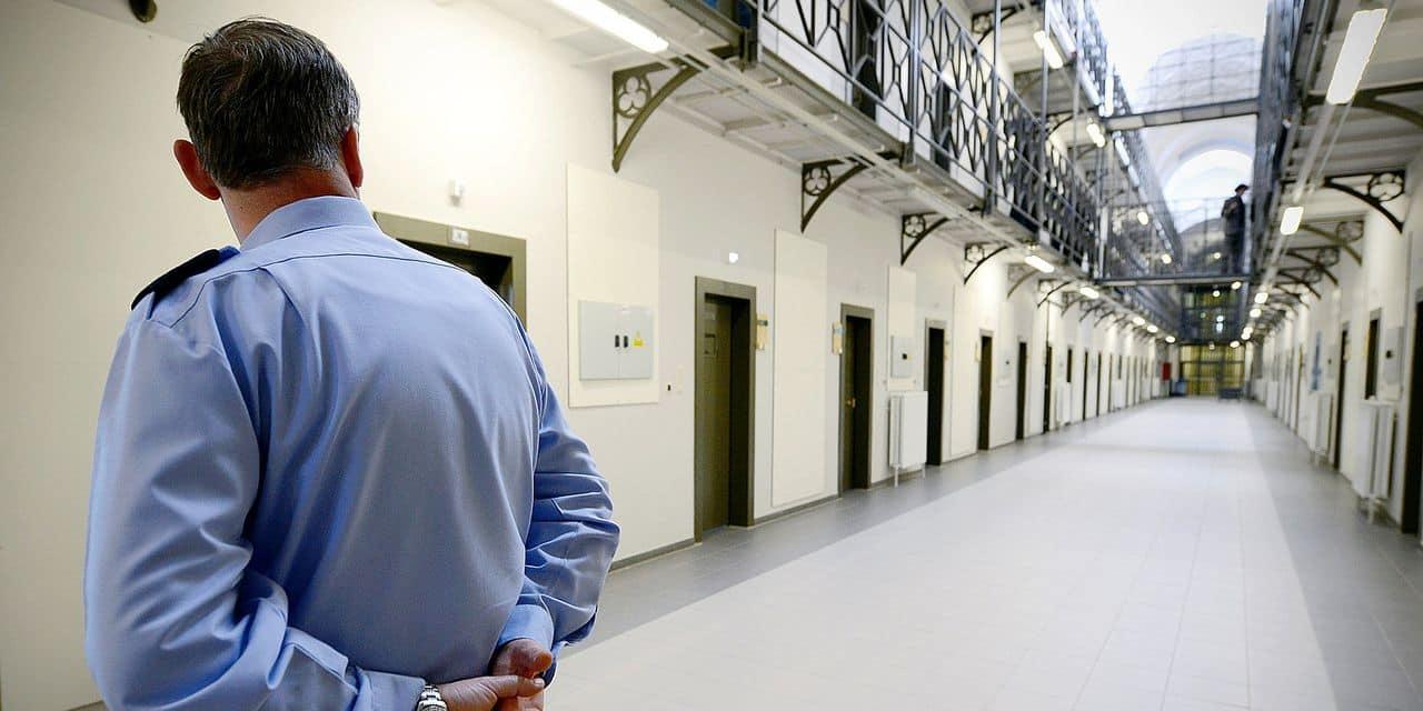 """On se suicide huit fois plus en prison: """"Il faut pouvoir libérer plus facilement les détenus en détresse"""""""