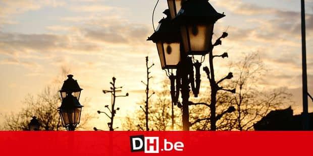 Coucher soleil ciel météo hiver éclairage lampadaire infrastructure commune énergie arbre ville