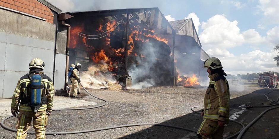 300 tonnes de paille parties en fumée dans une ferme du Roeulx