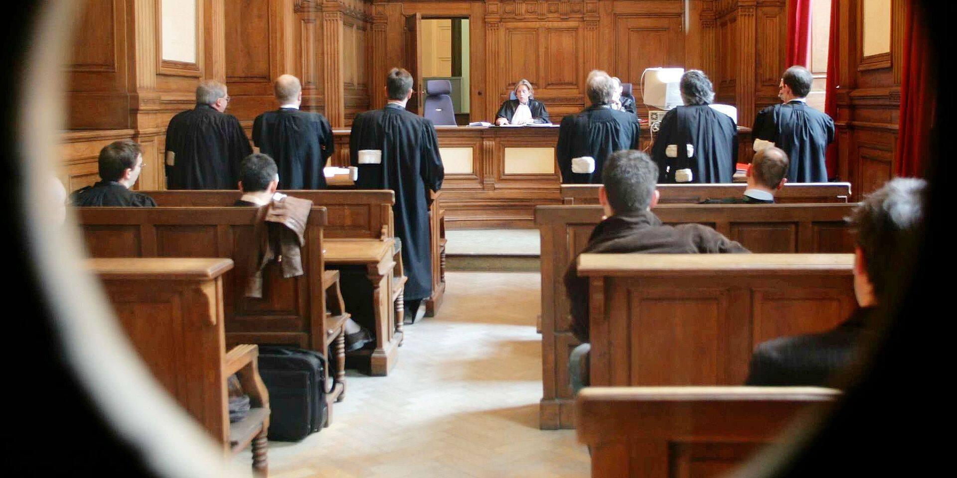 La Louvière : Il risque quatre ans de prison pour avoir tenter d'écraser en voiture le compagnon d'une femme qu'il venait d'agresser