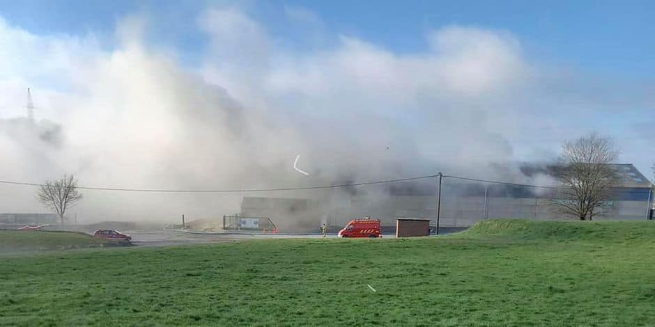 Incendie de déchets dans un hangar à Achêne : des fumées potentiellement toxiques