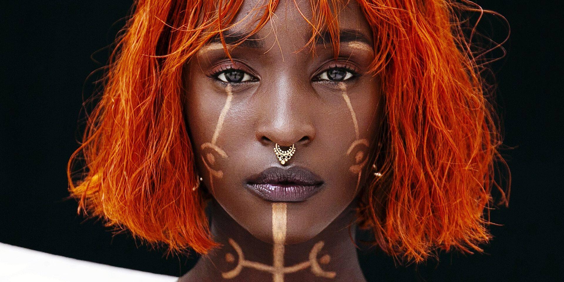 """La jeune artiste belge Lous And The Yakuza a co-organisé la manif Black Lives Matter : """"j'ai reçu des menaces de mort, mais je n'arrête pas le combat"""""""