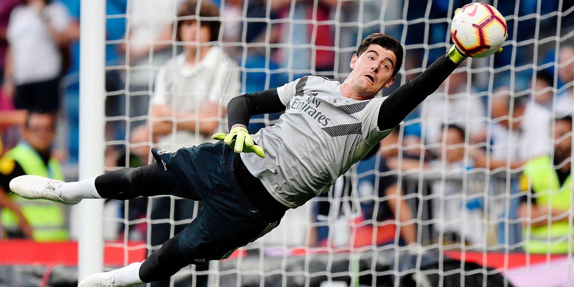 TOPSHOT - Real Madrid's Belgian goalkeeper Thibaut Courtois warms up before the Spanish league football match between Real Madrid CF and Club Deportivo Leganes SAD at the Santiago Bernabeu stadium in Madrid on September 1, 2018. (Photo by GABRIEL BOUYS / AFP)