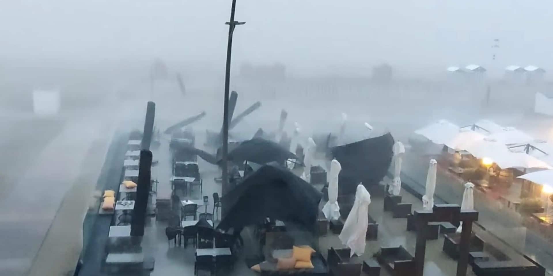 Des terrasses s'envolent à la Côte à cause de l'orage: les clients s'échappent juste à temps (VIDEO)