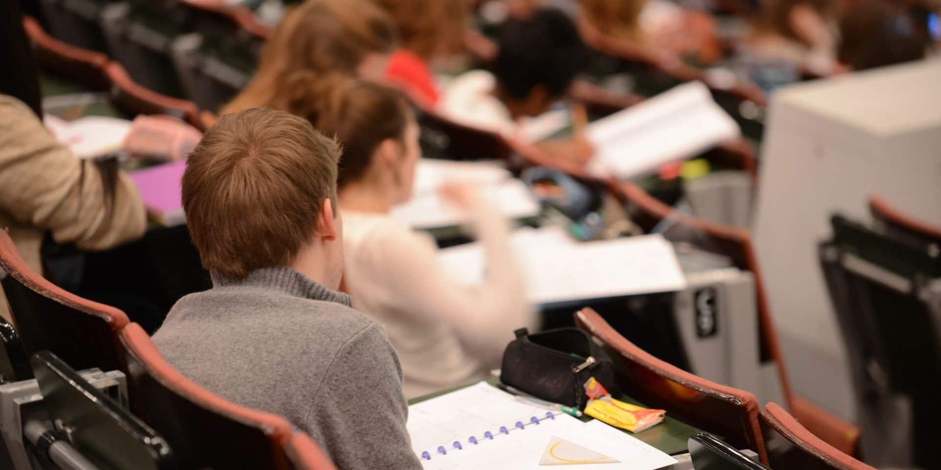 Inquiètes, trois universités flamandes veulent que les étudiants limitent leurs contacts: qu'en est-il du côté francophone?