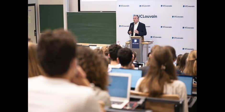 Prof d'un jour, Jeholet décrypte la crise du covid pour les étudiants de l'UCLouvain