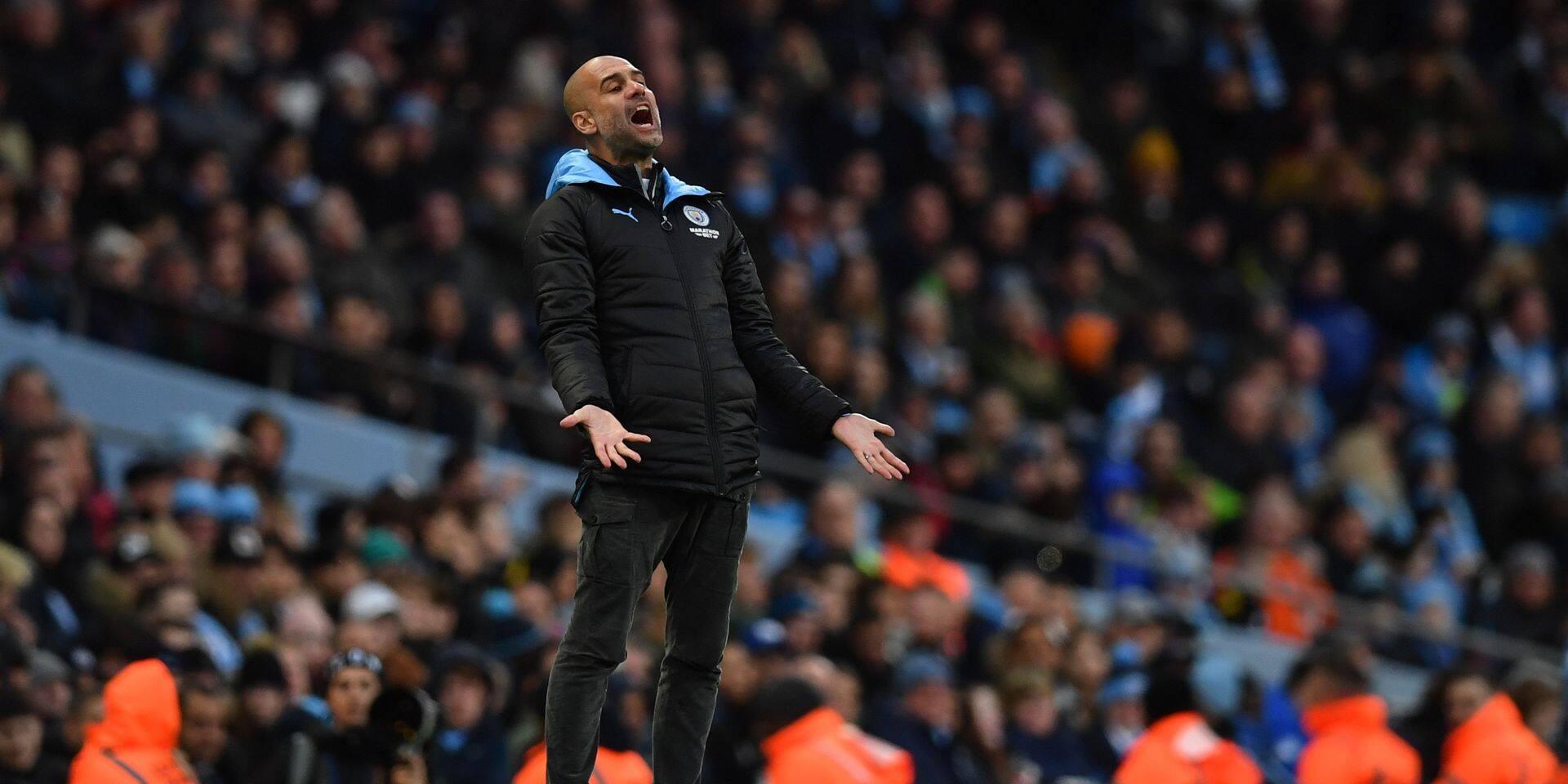 Manchester City regarde derrière