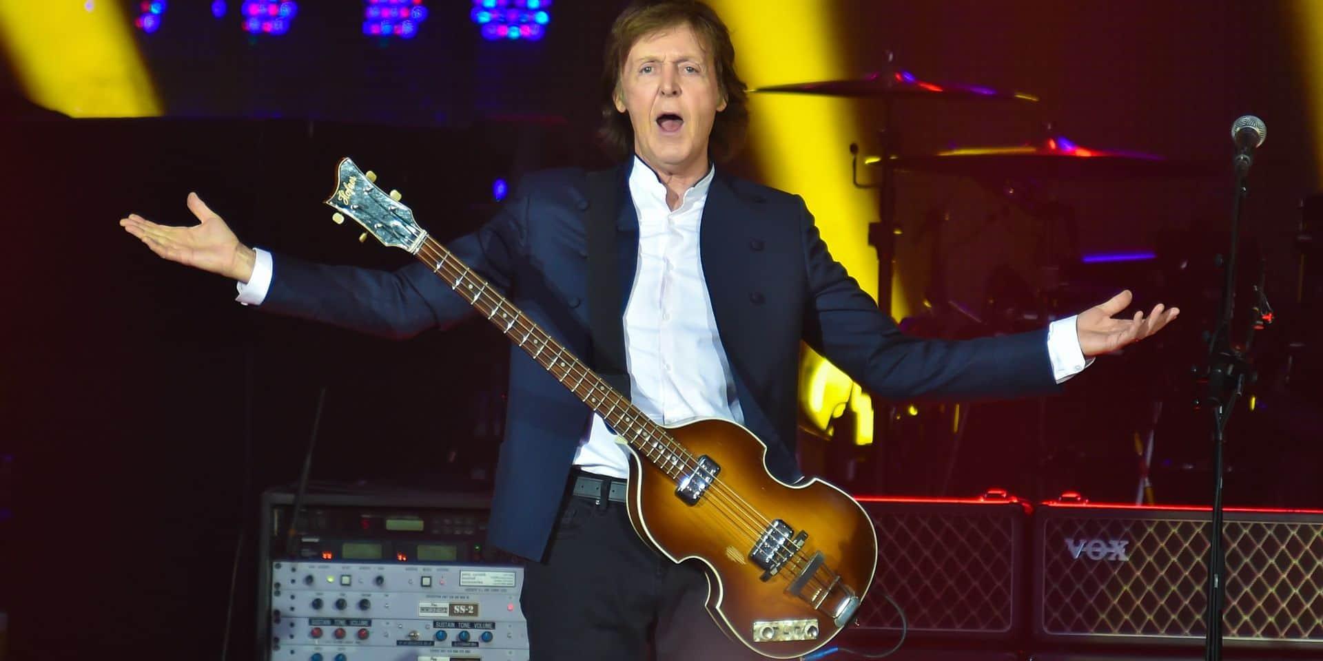"""Paul McCartney en concert dans le cadre de sa tournée """"Out There"""" au Stade de France à Paris"""