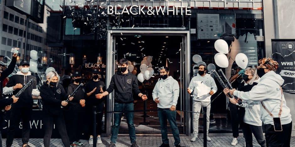 """Le YouTubeur IbraTV a ouvert un """"Black and White Burger"""" sur la place De Brouckère"""