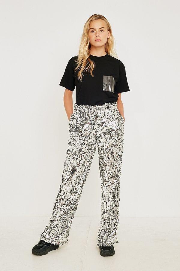 Pantalon Urban Outfitters : 414 euros
