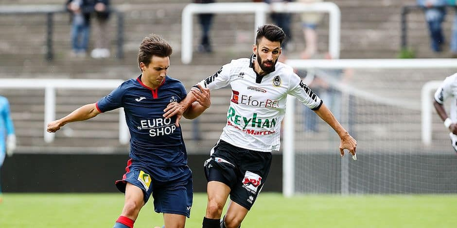 Charleroi's Georgios Kaminiaris and Roeselare's Emile Samyn fight for the ball during a Croky Cup 5th round game between Olympic Charleroi and KSV Roeselare, in Charleroi, Sunday 26 August 2018. BELGA PHOTO DAVID PINTENS