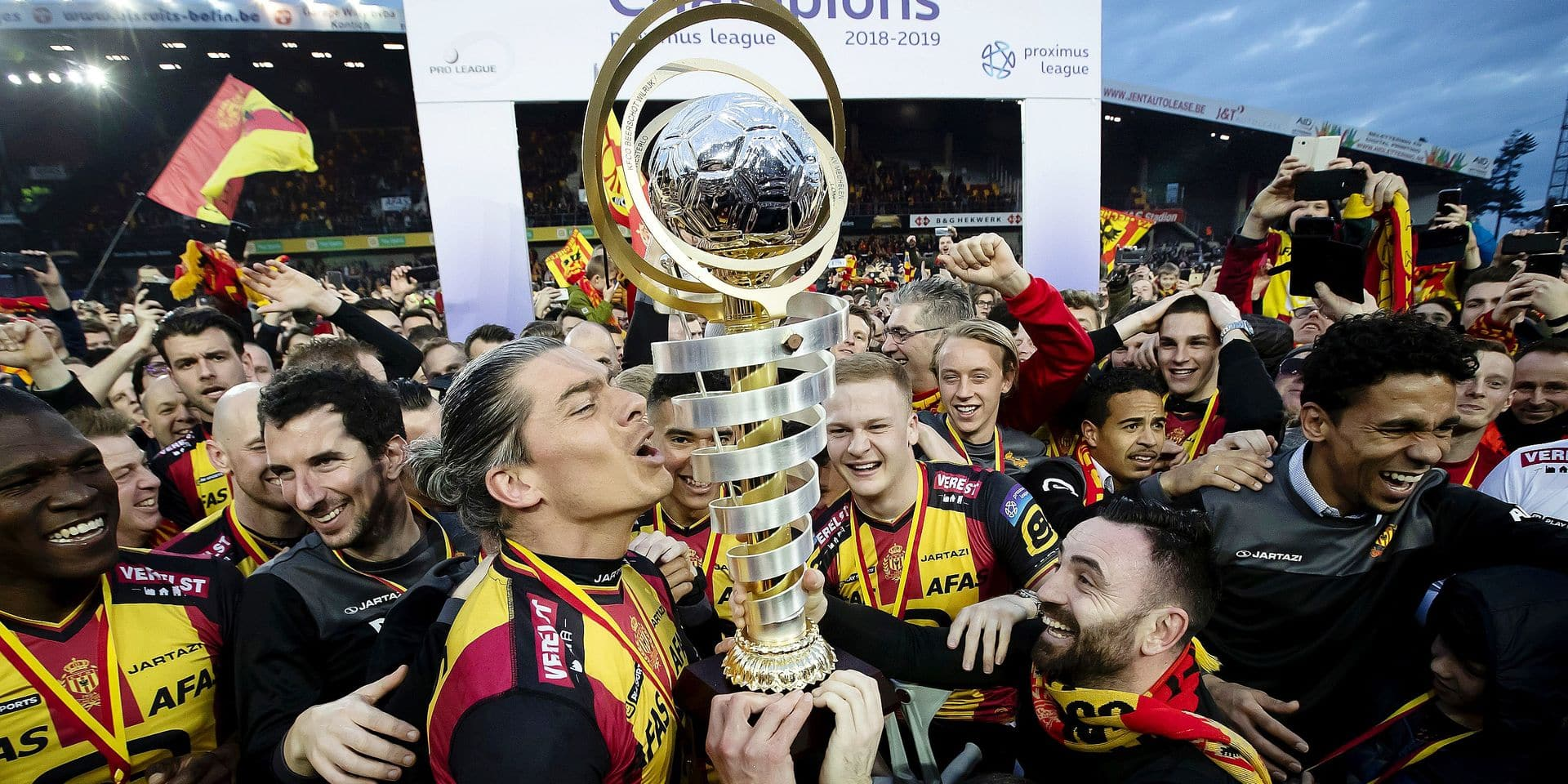 Mechelen's Seth De Witte and Mechelen's Onur Kaya celebrate with the cup during the champion celebrations for KV Mechelen, after winning the soccer game between KV Mechelen and Beerschot Wilrijk, the return leg match of the division 1B Proximus League competition final of the Belgian soccer championship, Saturday 16 March 2019, in Mechelen. BELGA PHOTO KRISTOF VAN ACCOM
