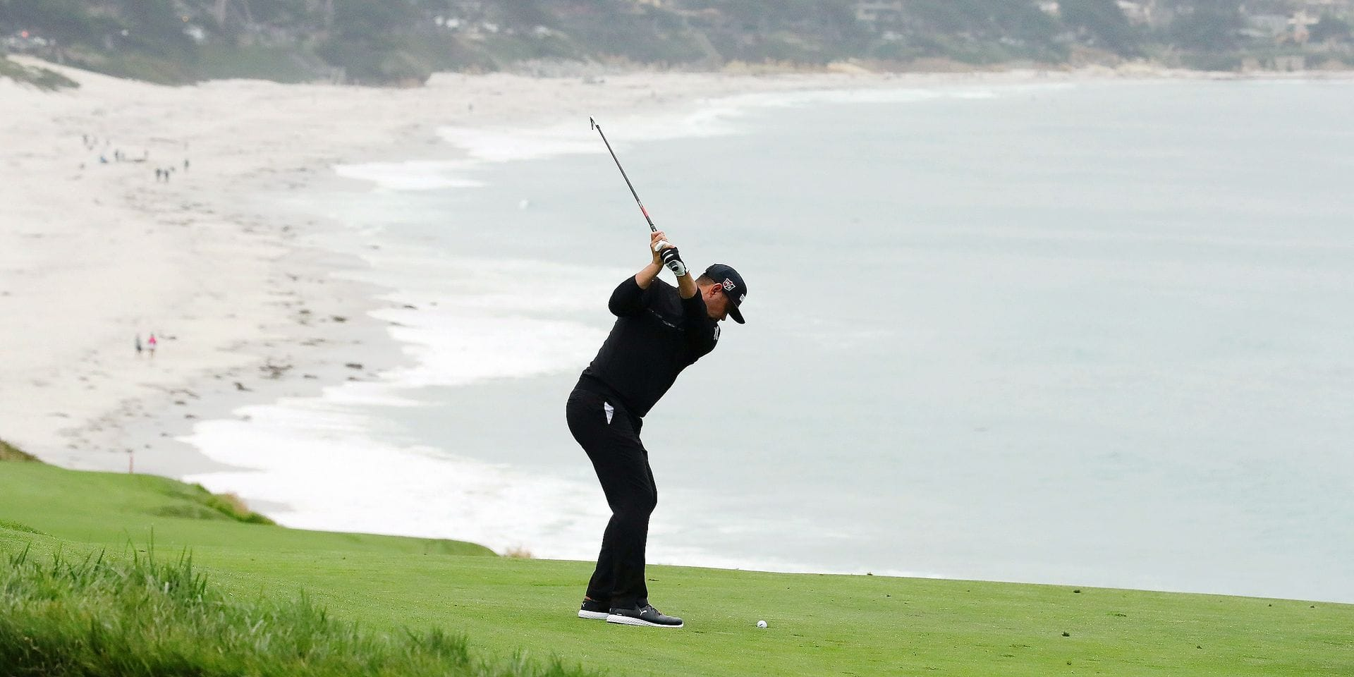 PEBBLE BEACH, CALIFORNIA - JUNE 14: Gary Woodland of the United States plays a second shot on the ninth hole during the second round of the 2019 U.S. Open at Pebble Beach Golf Links on June 14, 2019 in Pebble Beach, California. Warren Little/Getty Images/AFP == FOR NEWSPAPERS, INTERNET, TELCOS & TELEVISION USE ONLY ==