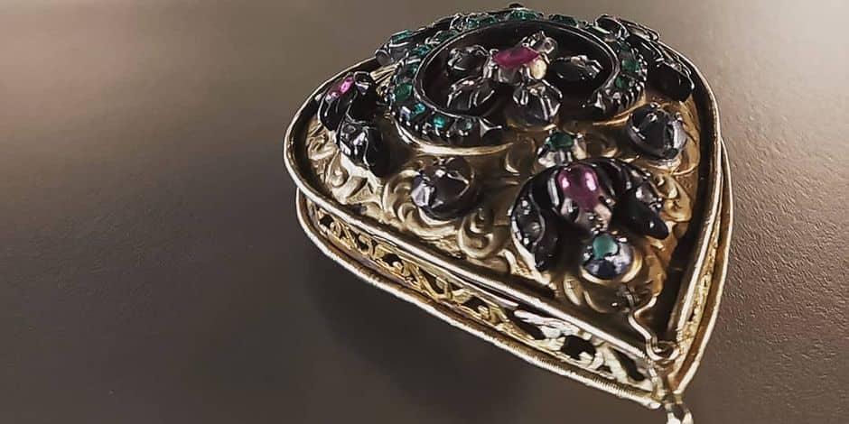 Des bijoux disparus depuis les années 60 rendus au musée royal de Mariemont !