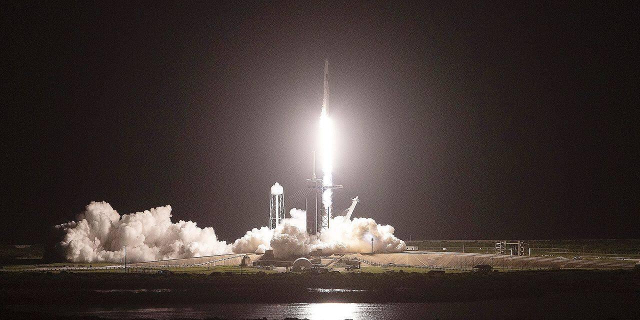 Qui sont les touristes qui se sont envolés dans l'espace avec SpaceX ?