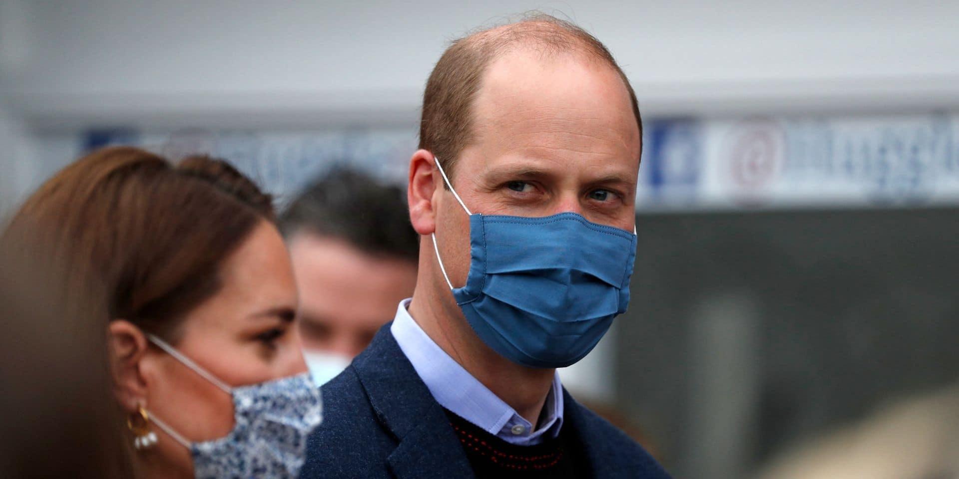 """""""En pleine forme"""": le prince William se fait vacciner et la photo de son biceps devient virale"""