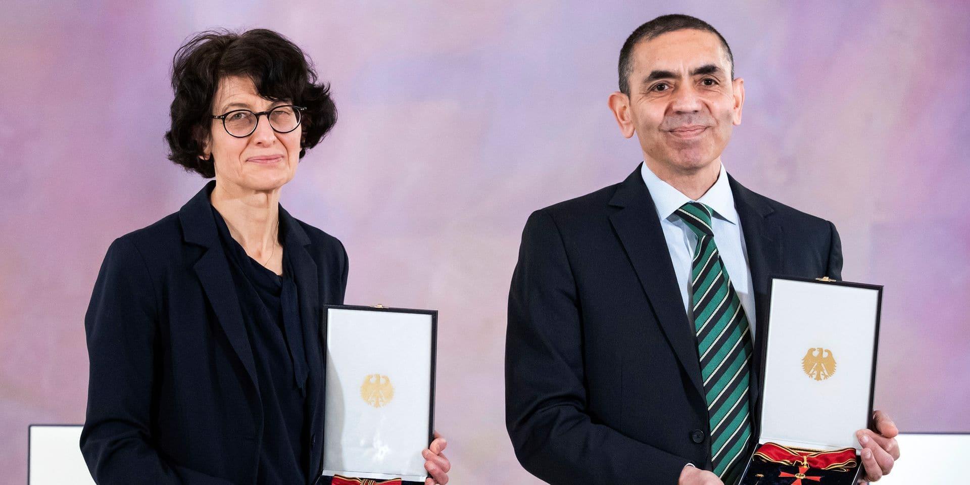 """Les fondateurs de BioNTech reçoivent une prestigieuse récompense allemande pour leur """"découverte révolutionnaire"""" contre le Covid-19"""