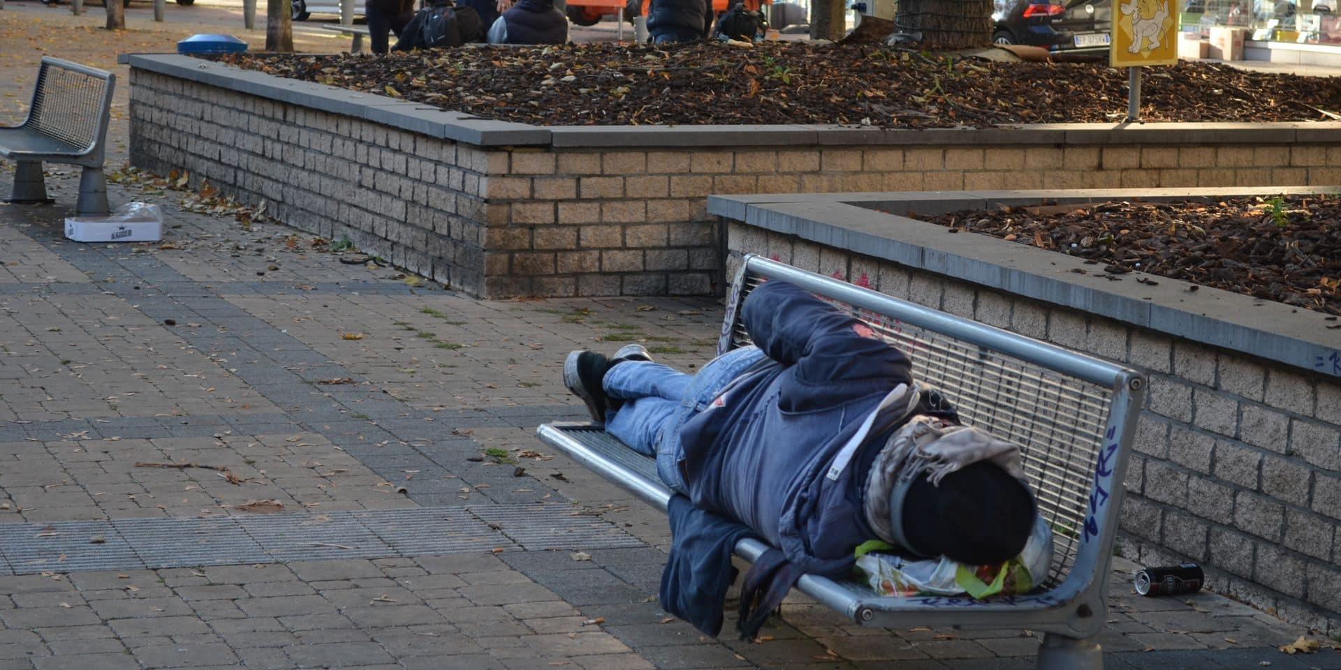 Sans-abri: l'appel à l'aide des structures d'accueil à Charleroi