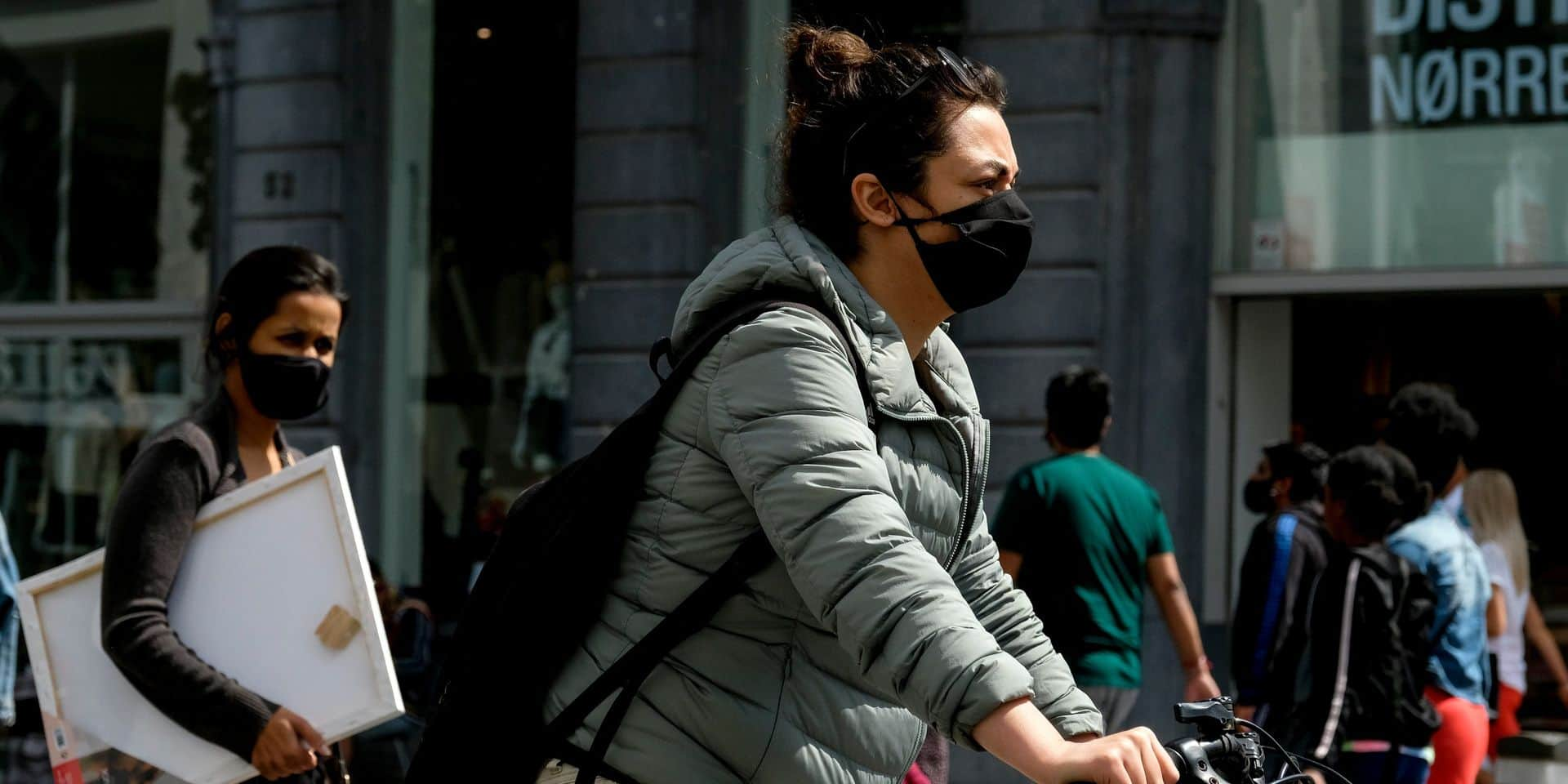 Coronavirus: à Anvers, la police a déjà fermé neuf cafés samedi